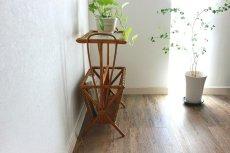 画像5: 籐のマガジンラック付きテーブル (5)