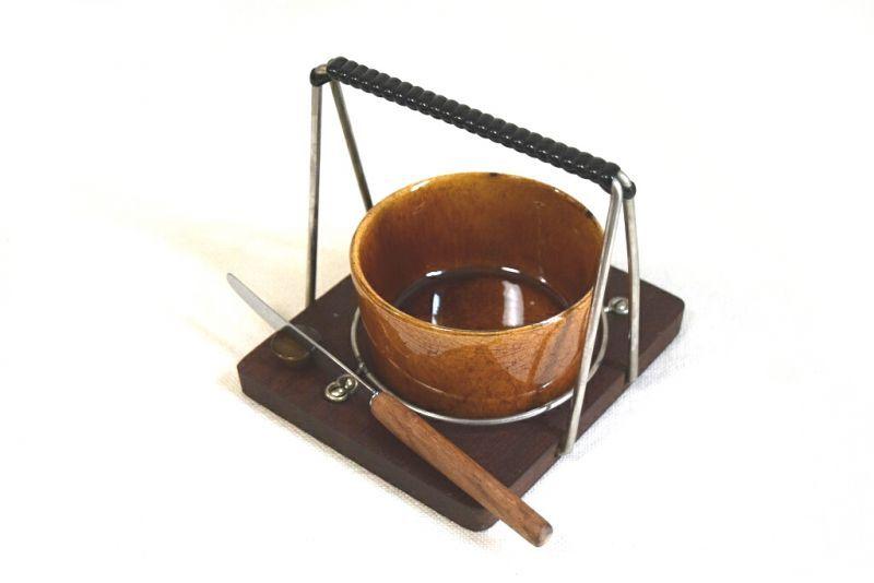 画像1: 陶器のボウルとナイフ付チークトレイのセット (1)