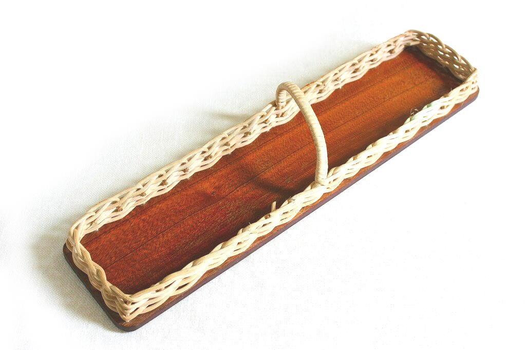 画像1: スウェーデンのチークと籐のハンドル付きトレイ (1)