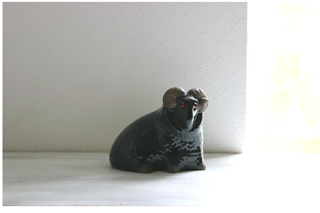 画像1: jie 陶器のヒツジの置物  (1)